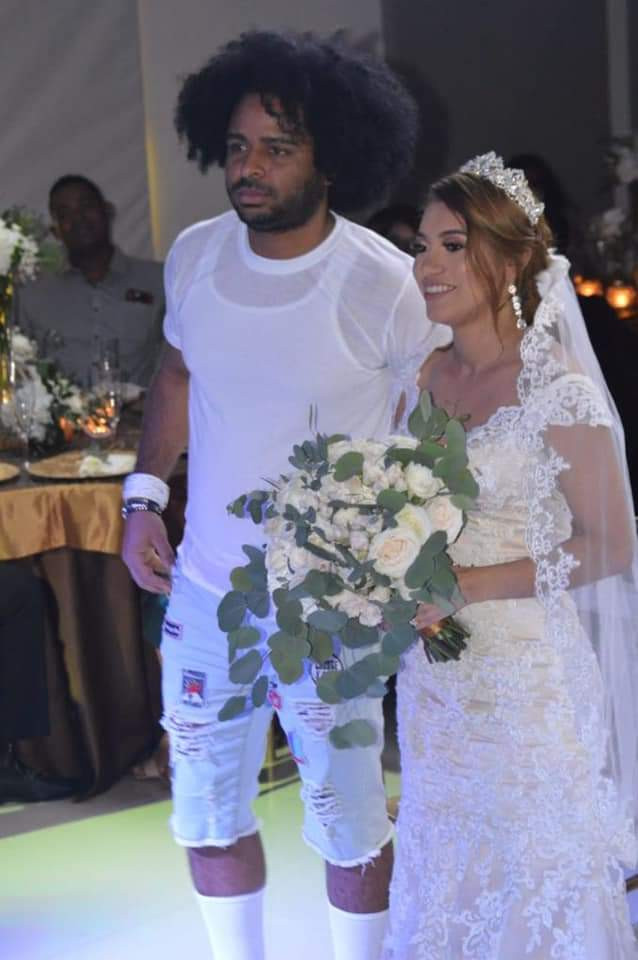 Dominican Singer Goes Viral as He Wore Only  T-shirt and Ripped Jeans to His Own Wedding(photos)